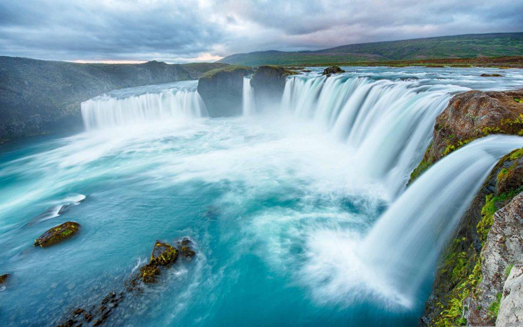 Le cascate del Niagara (Niagara Falls), situate a nord-est dell'America del nord, tra gli USA e il Canada.