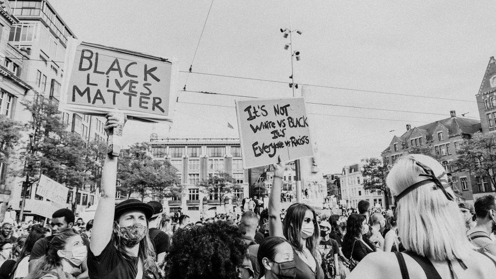 Non sono razzista, ma... - razzismo e abuso di potere 4